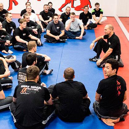 Eyal Yanilov auf World Tour im Kampfkunst-Studio